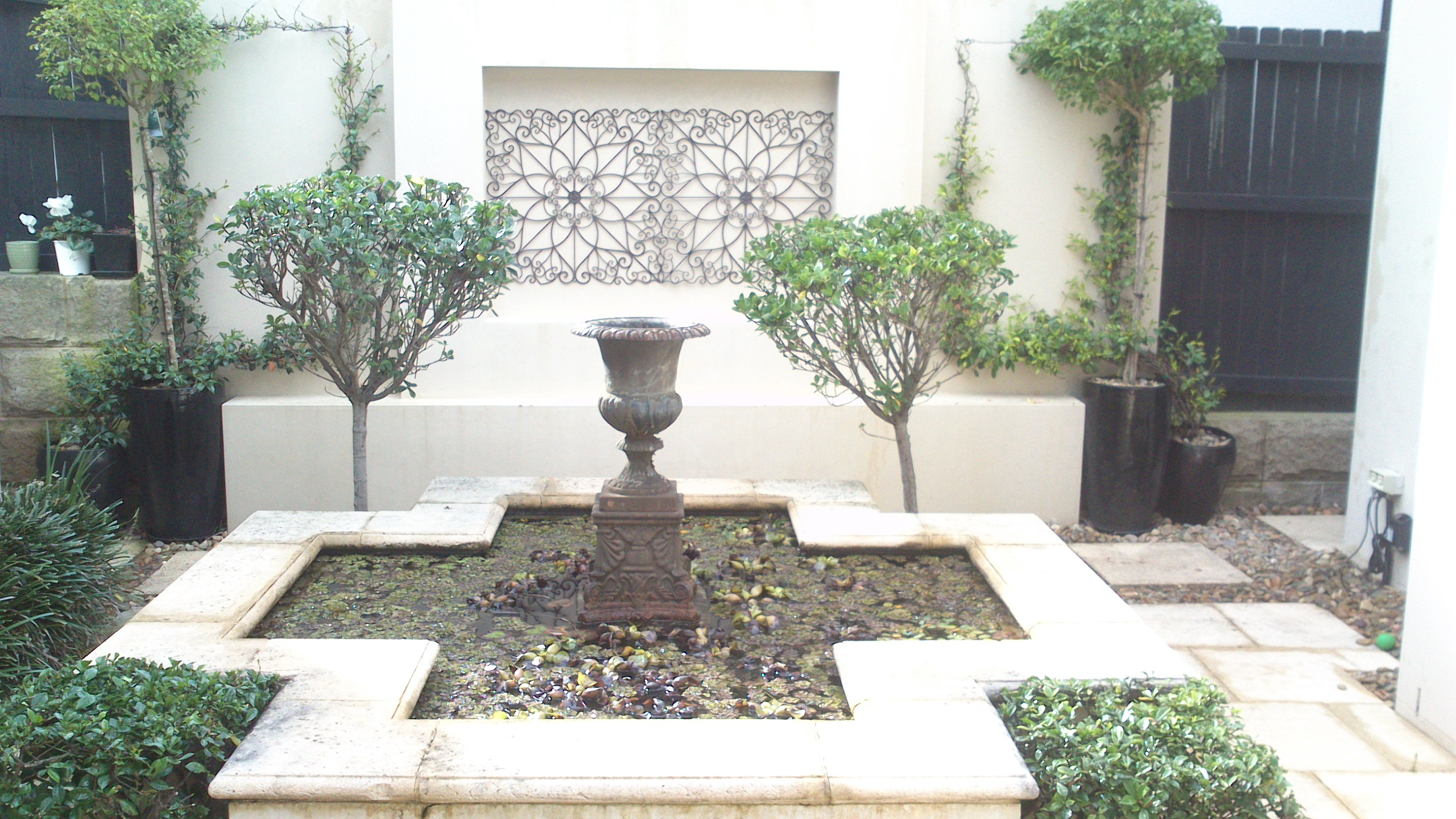 Courtyard gardens for Landscaping a courtyard pictures